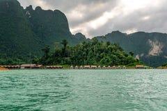 Casa de flutuação com cenário natural Fotos de Stock Royalty Free