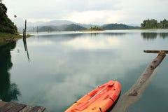 Casa de flutuação no lago Fotografia de Stock Royalty Free