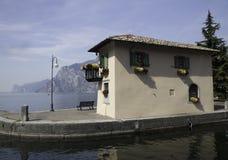 Casa de Garda del lago Fotos de archivo libres de regalías
