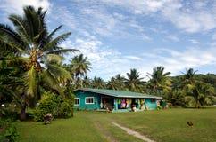 Casa de Islanders do cozinheiro no cozinheiro Islands da lagoa de Aitutaki Fotos de Stock