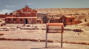 Casa de la energía, edificio aherrumbrado viejo en el pueblo fantasma del Humbe Fotos de archivo