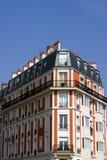 Casa de la esquina en París Imagen de archivo libre de regalías