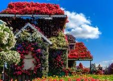 Casa de la flor en un fondo de nubes Foto de archivo