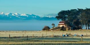 Casa de la granja del invierno Imagenes de archivo