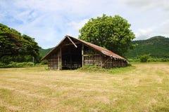 Casa de la granja en el país fotos de archivo libres de regalías