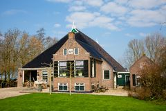 Casa de la granja en Frisia fotos de archivo libres de regalías
