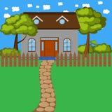 Casa de la historieta con la cerca y los árboles Fotos de archivo