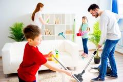 Casa de la limpieza de la familia Imagenes de archivo