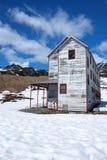 Casa de la litera del minero abandonado Fotos de archivo libres de regalías