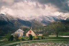 Casa de la monta?a en invierno imagen de archivo libre de regalías