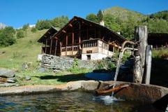 Casa de la montaña Imágenes de archivo libres de regalías
