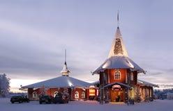 Casa de la Navidad en la aldea de Papá Noel Imágenes de archivo libres de regalías