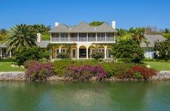 Casa de la orilla del agua en Nápoles, la Florida Fotografía de archivo