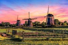 Casa de la salida del sol sobre el gigante de Países Bajos fotos de archivo