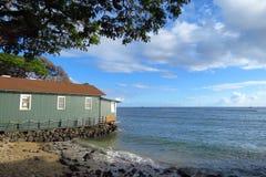 Casa de Lahaina que olha para fora sobre o Oceano Pacífico, Maui, Havaí fotos de stock royalty free