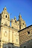 Casa de las Conchas e chiesa a Salamanca Immagine Stock Libera da Diritti