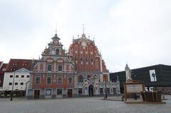 Casa de las espinillas, Riga, Latvia foto de archivo