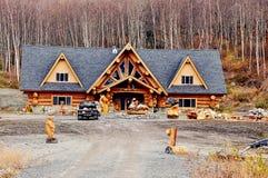 Casa de log no local, Alsaka fotografia de stock royalty free