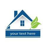 Casa de Logo Blue y propiedades inmobiliarias de las hojas Fotografía de archivo