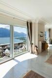Casa de lujo, sala de estar Imagen de archivo libre de regalías