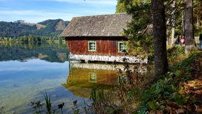 Casa de madeira imagens de stock royalty free