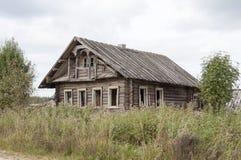 Casa de madeira abandonada velha Fotografia de Stock Royalty Free