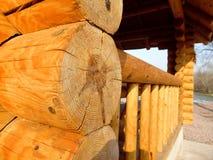 Casa de madeira atrás de um rio Imagens de Stock Royalty Free