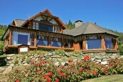 Casa de madeira bonita imagem de stock royalty free