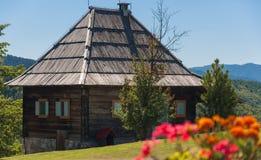 Casa de madeira da montanha Fotos de Stock Royalty Free