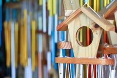 Casa de madeira do pássaro imagens de stock royalty free