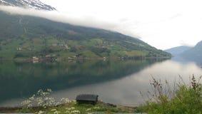 Casa de madeira dos fiordes de Noruega Foto de Stock Royalty Free