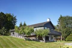 Casa de madeira em Noruega imagem de stock royalty free