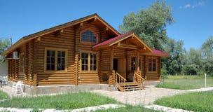 A casa de madeira grande. Imagens de Stock