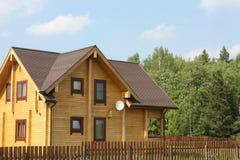 Casa de madeira na floresta Foto de Stock Royalty Free
