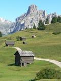 Casa de madeira na montanha Fotos de Stock Royalty Free