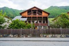 Casa de madeira na montanha Geórgia Imagens de Stock Royalty Free