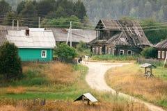 Casa de madeira na vila do russo foto de stock royalty free