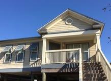 Casa de madeira no estado suburbano de Louisiana fotos de stock royalty free