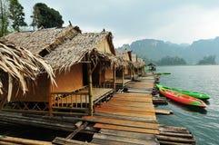 Casa de madeira no lago Imagem de Stock