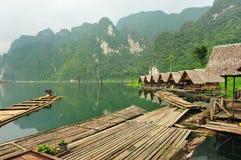 Casa de madeira no lago Fotos de Stock