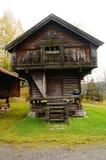 Casa de madeira norueguesa da exploração agrícola para o alimento Imagem de Stock