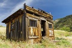 Casa de madeira ocidental rústica da cadeia Imagens de Stock
