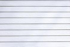 Casa de madeira sintética branca da parede da textura Fotos de Stock