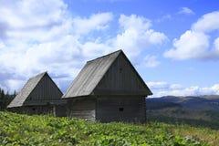 Casa de madeira tradicional romena Foto de Stock