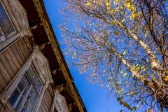 Casa de madeira velha da arquitetura tradicional Borovsk, Rússia Em outubro de 2018 foto de stock royalty free