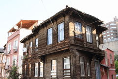 Casa de madeira velha em Istambul fotos de stock royalty free