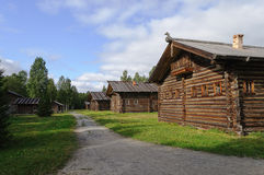Casa de madeira velha em Rússia norte Imagens de Stock