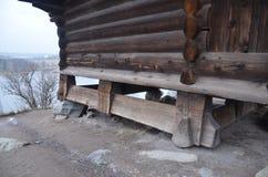 Casa de madeira velha no parque de Skansen na Suécia fotos de stock royalty free