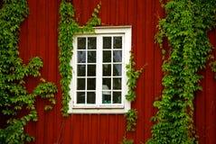 Casa de madeira vermelha Imagens de Stock