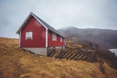 Casa de madeira vermelha Fotos de Stock Royalty Free